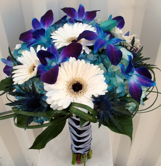 Give a gift of beautiful flowers to your elite companion